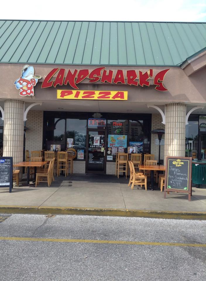 landsharks pizza and hot wings of destin florida - lots of outdoor seating